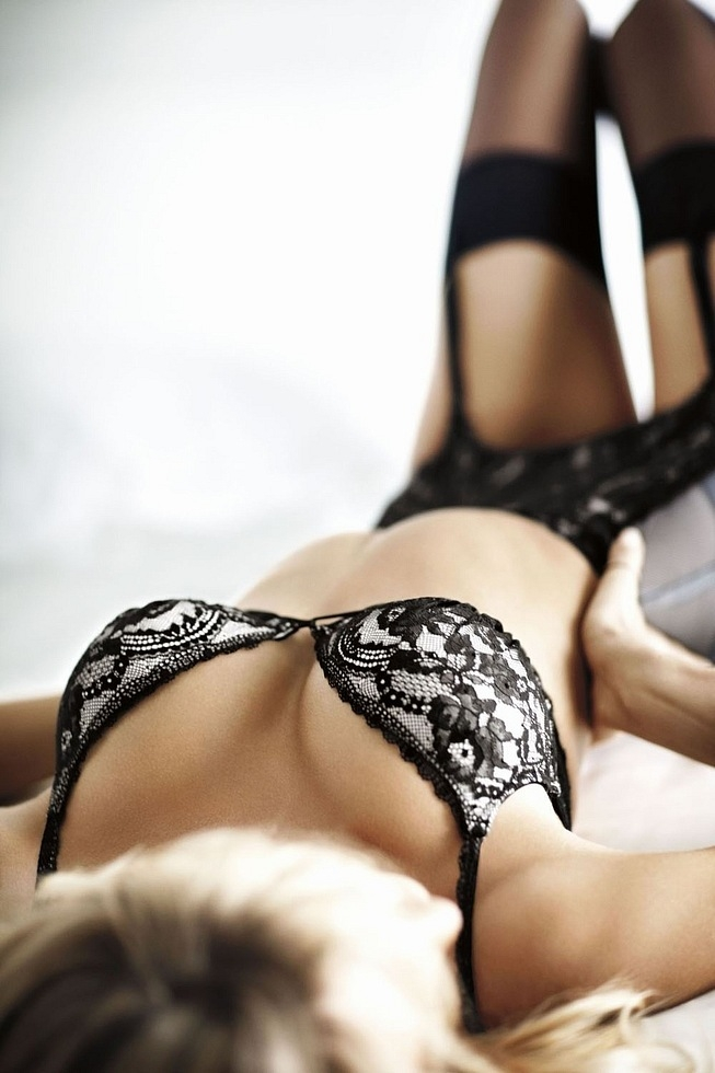 Фото девушек без лица в эротическом белье