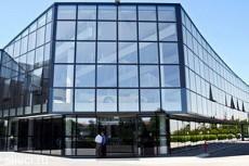 Samsung превратит витрины и окна в экраны