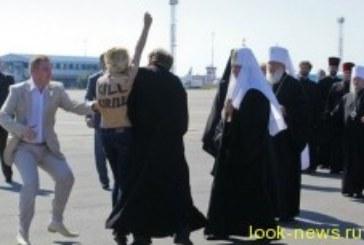 Девушка набросилась на патриарха Кирилла в Киеве