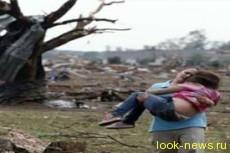 Женщина вырвала дочь из торнадо за волосы