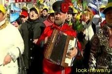 Россияне отмечают Первомай на улицах