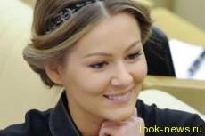 Актриса и депутат Госдумы подстрижется наголо