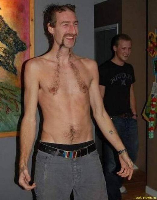 Мужчины делают на теле смешные прически