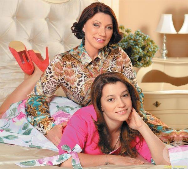 Фото 3 - Роза Сябитова с дочерью Ксенией в Театре Интерьера .