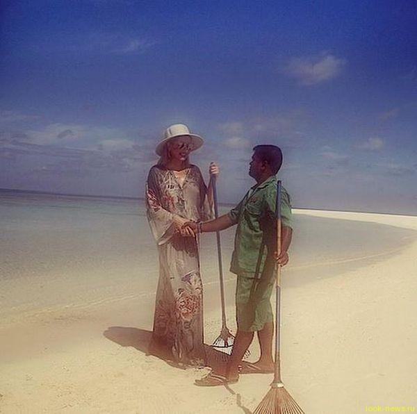 Лена Ленина стала уборщицей на Мальдивах