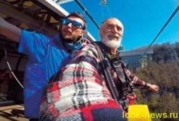 75-летний мужчина совершил экстремальный прыжок ради любви