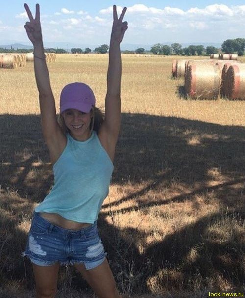 Шакира отдыхает в деревне