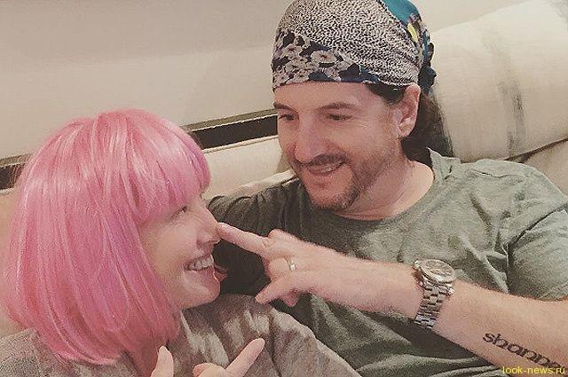 """Больная раком Шэннен Доэрти: """"Муж меня любит с волосами и без них"""""""