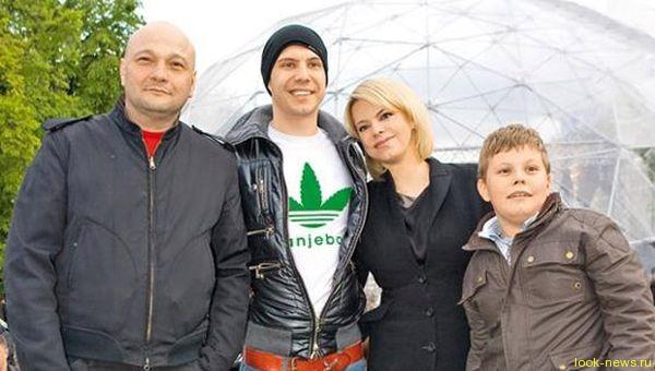 Яна Поплавская больше не скрывает роман с молодым журналистом