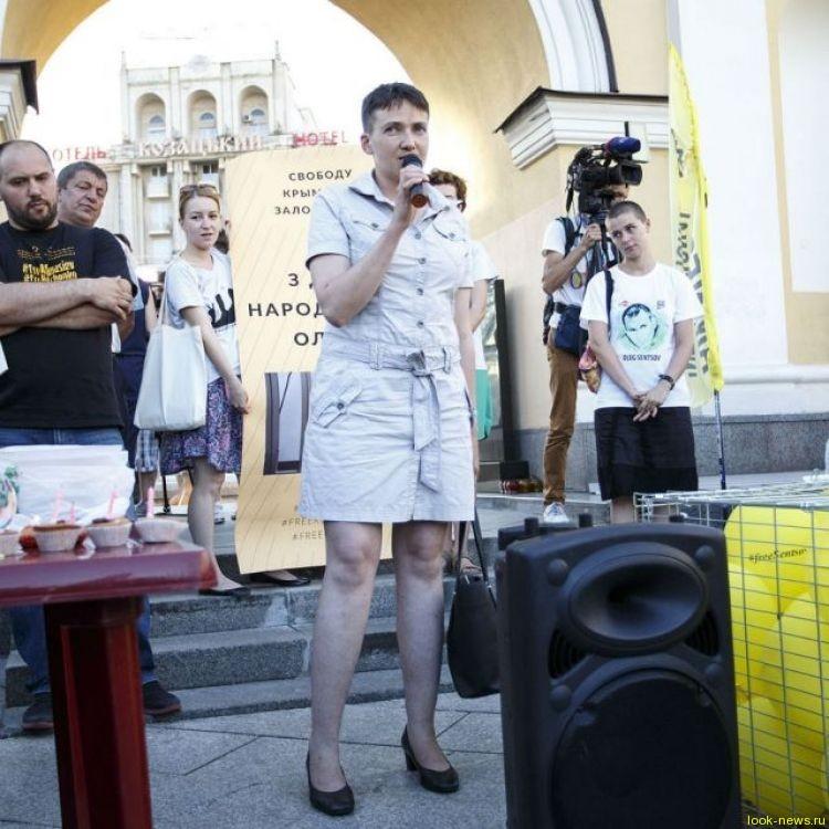 Савченко в коротком платье шокировала Украину своими ногами