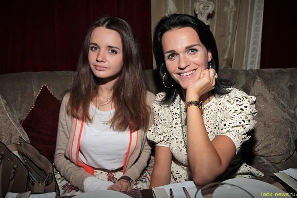 Певица Слава разрешила дочке-школьнице жить с парнем