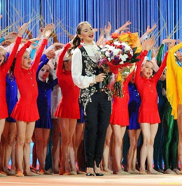 Лучезарная похудевшая Кабаева вызвала фурор на фестивале