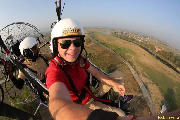"""Ведущий шоу """"Мир наизнанку"""" Дмитрий Комаров рассказал, как держит себя в форме во время путешествий"""