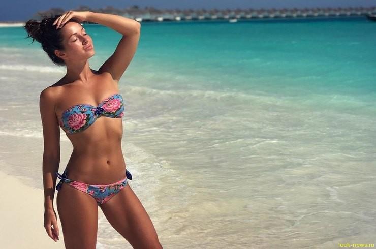 Певица Нюша устроила сексуальные танцы во время тропического ливня на Мальдивах