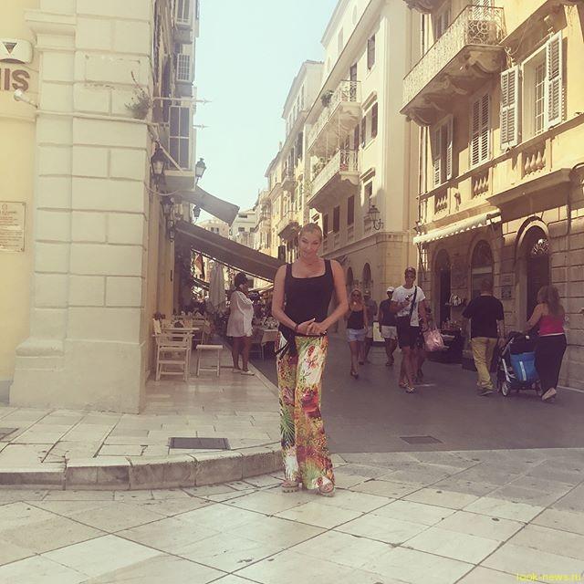 """Анастасию Волочкову раскритиковали за """"нефотогеничные"""" снимки в Греции"""