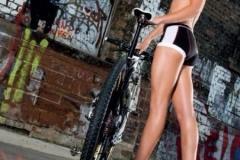 Девушки - велосипед