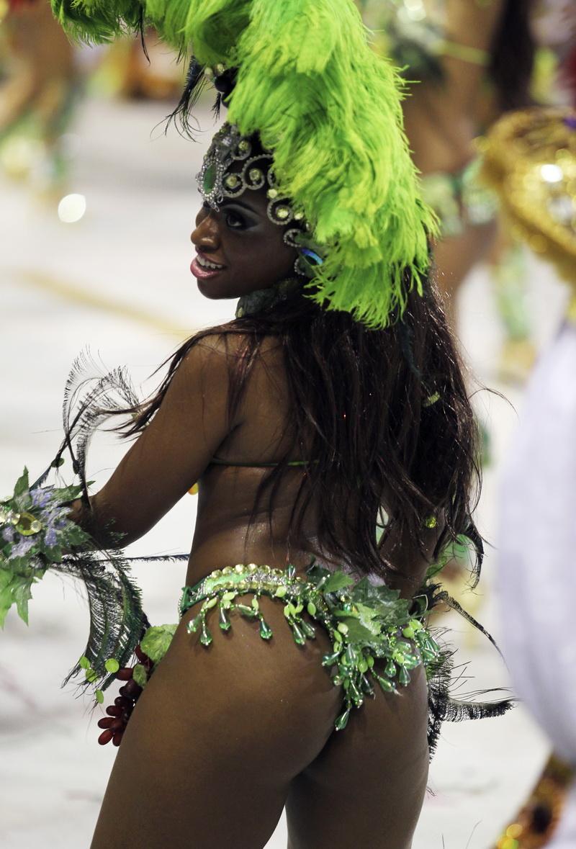 Бразильские женские шокирующие формы — pic 15