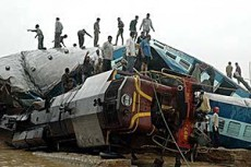 Более полусотни человек погибли при столкновении поездов в Индии