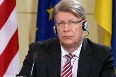 Минск привлек к информационной войне с Россией Немцова и Затлерса