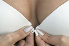 У современных американок стала раньше расти грудь