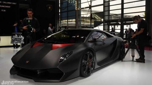 Lamborghini благодаря использованию карбона, снизил вес на тонну