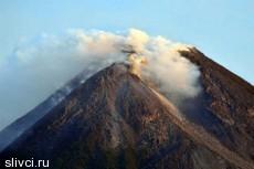 Жертвами цунами и извержения вулкана в Индонезии стали 300 человек