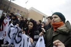 На улицы Рима вышли тысячи протестующих студентов