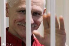 Суд отказался освободить белорусского правозащитника Беляцкого