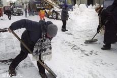 Власти Беларуси бросили проституток на уборку снега