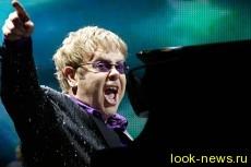 Элтон Джон возглавил британский чарт впервые за 22 года