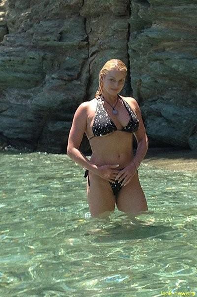 Анастасия Волочкова продолжила пляжную традицию – теперь в Греции