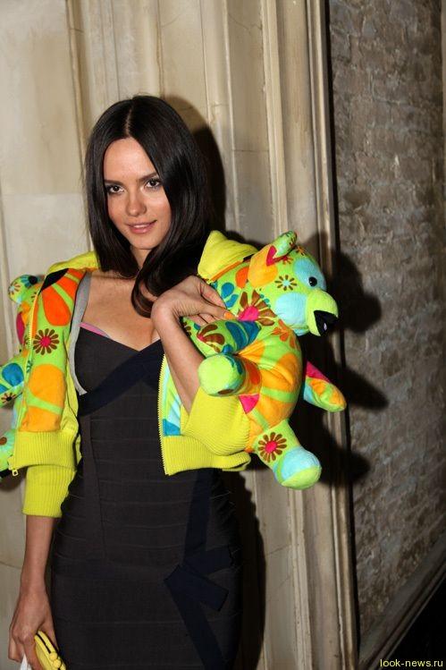 Катя Ли пришла на вечеринку в наряде, сшитом из мягких игрушек