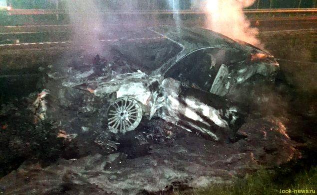 Элитный автомобиль полностью сгорел еще до прибытия пожарных.