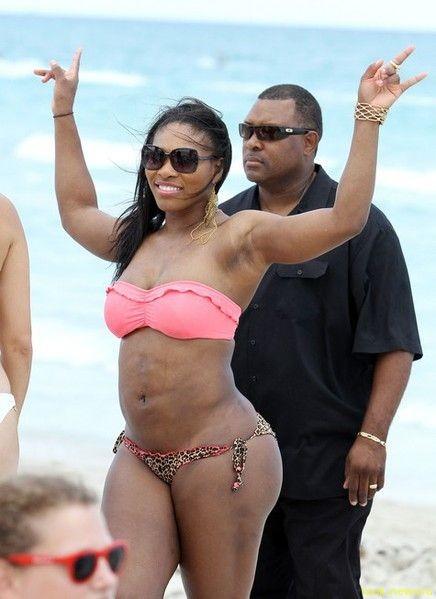 Серена Уильямс шокировала пляж своими «мячиками»
