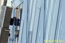 Мойщики стекол застряли на небоскребе