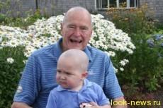 Джордж Буш-старший побрился налысо ради больного ребенка