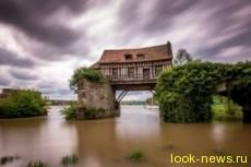 Старая водяная мельница на Сене