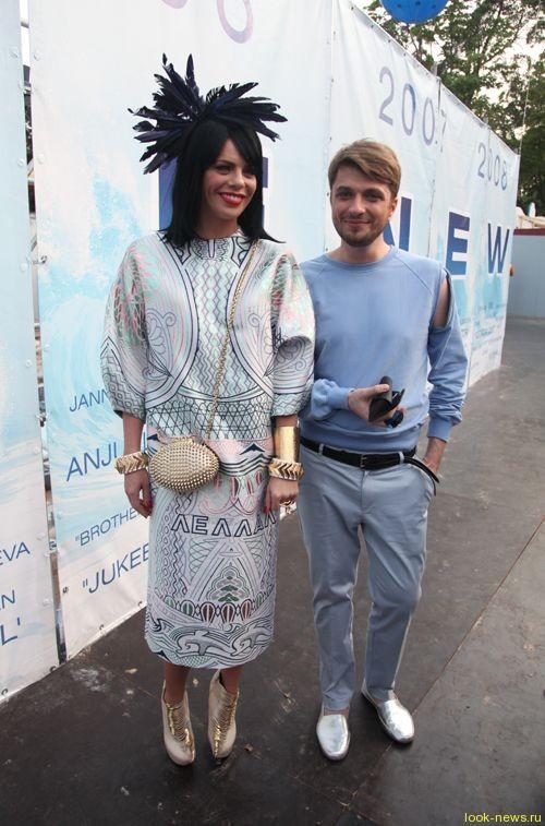 Анастасия Стоцкая тратит бешеные деньги на нелепые наряды