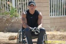 Американец совершил марафон на инвалидной коляске за 99 дней