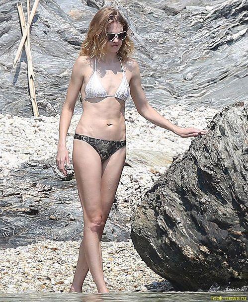 Водянова показала, как она выглядит в бикини без «фотошопа»