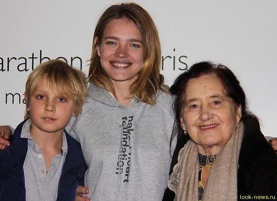 Наталья Водянова сводила свою бабушку на модный показ