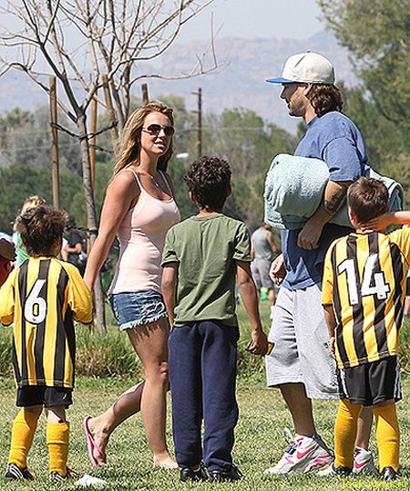 Бритни Спирс с сыновьями на встрече с Кевином Федерлайном в марте