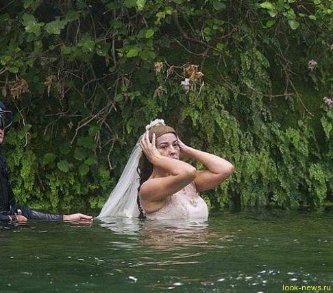 Моника Беллуччи снова примерила свадебное платье