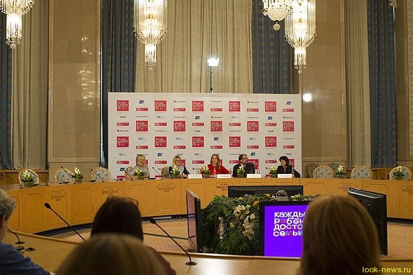 """Наталья Водянова на пресс-конференции фонда """"Обнаженные сердца"""""""