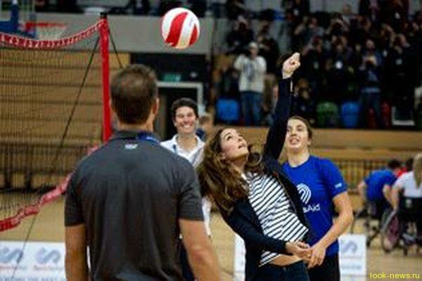 Герцогиня Кембриджская сыграла в волейбол спустя три месяца после родов.