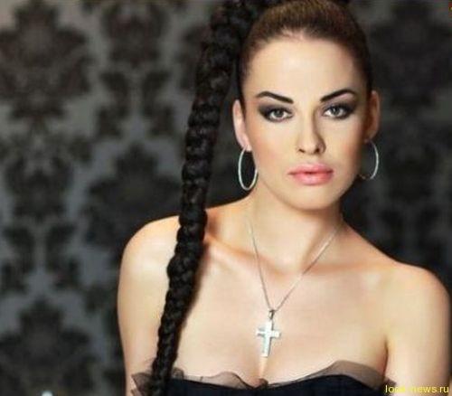 Даша Астафьева нарастила длинные косы