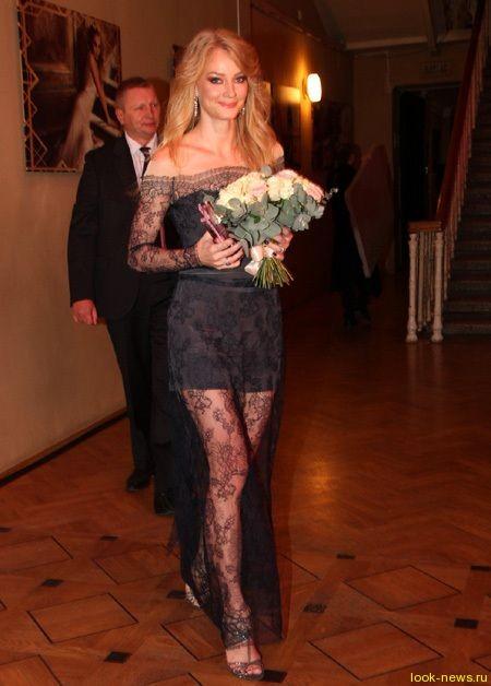 Светлана Ходченкова украсила гламурную премию длинными ногами