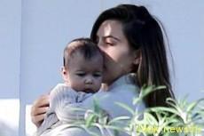 Ким Кардашян с дочкой в Санта-Барбаре