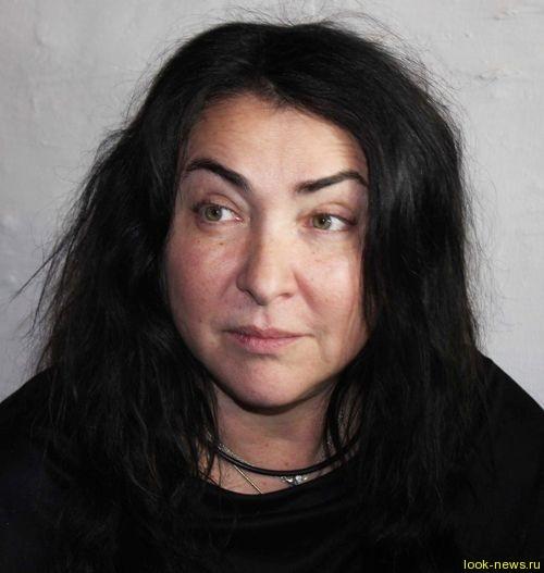 50-летняя Лолита пришла на вечеринку без прически и макияжа