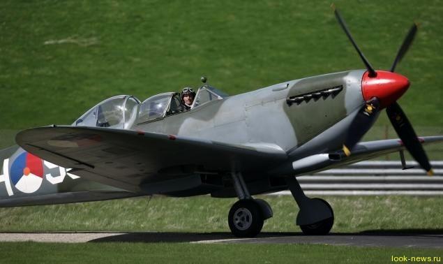 Брэд Питт купил военный истребитель